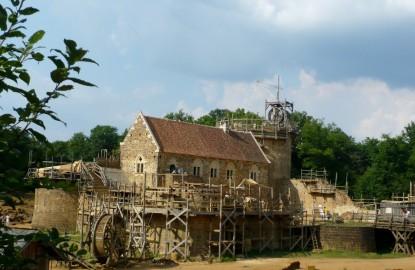 Guédelon rentabilise l'histoire médiévale