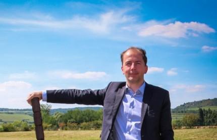 Les sarments valorisés en piquets de vigne, Stéphane Bidault l'a inventé