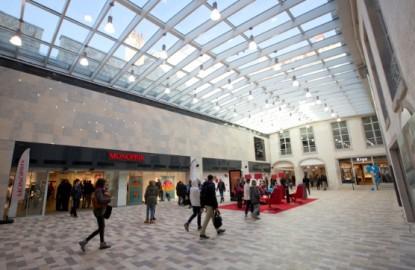 Les Passages Pasteur à Besançon, un centre commercial dans un écrin historique
