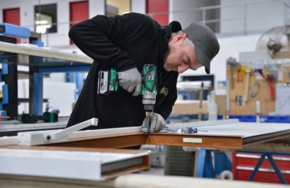 Le fabricant de portes de garage sectionnelles Fame investit et embauche dans la Marne