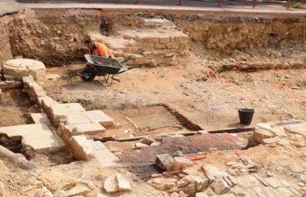 Une fouille archéologique révèle le premier hôpital sur le site de la future cité de la gastronomie de Dijon