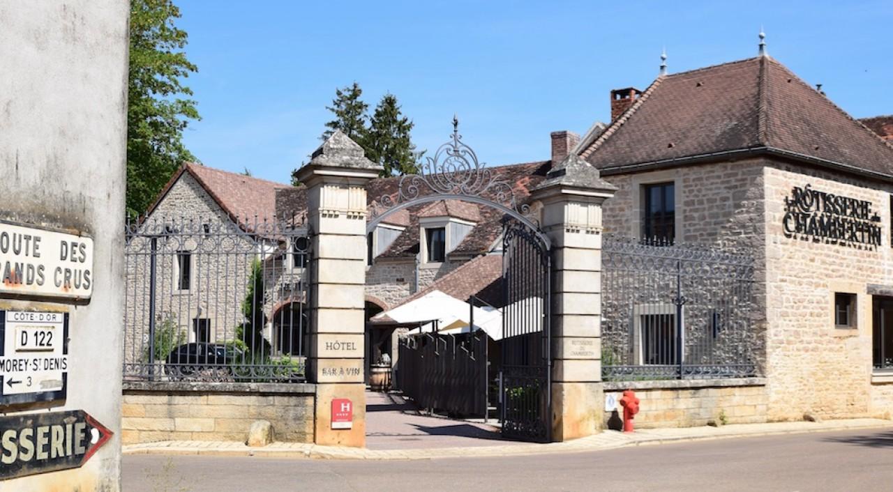 La Rôtisserie du Chambertin, bâtisse du 18ème siècle sur la route des Grands crus. © Traces Écrites.