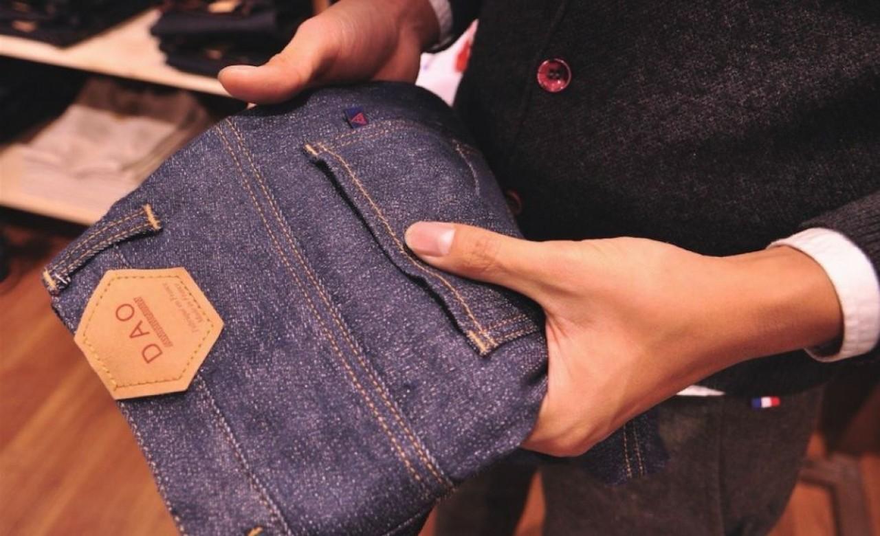 Le jeans en lin a nécessité deux ans de recherche-et-développement en partenariat avec une manufacture vosgienne. © Philippe Bohlinger.