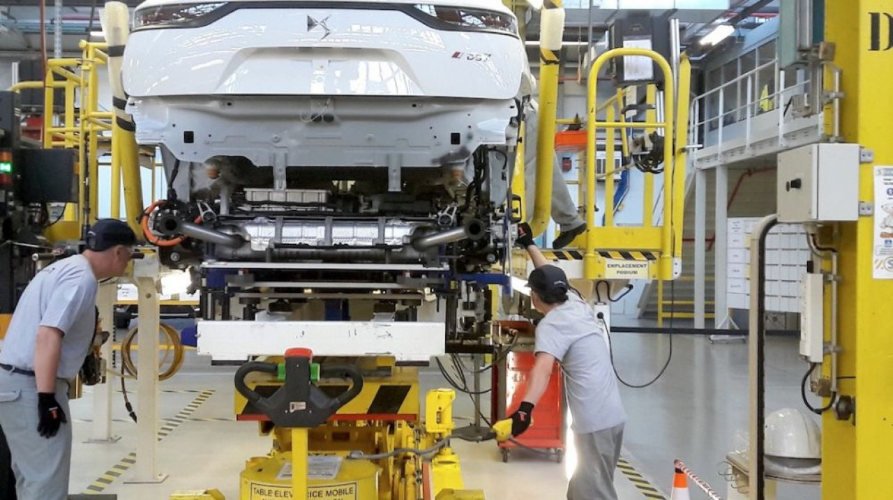 L'industrie automobile (ici PSA Sochaux) est l'un des secteurs qui a dynamisé l'industrie en Bourgogne-Franche-Comté, entraînant de nombreuses activités de sous-traitance dans son sillage. © Traces Ecrites.