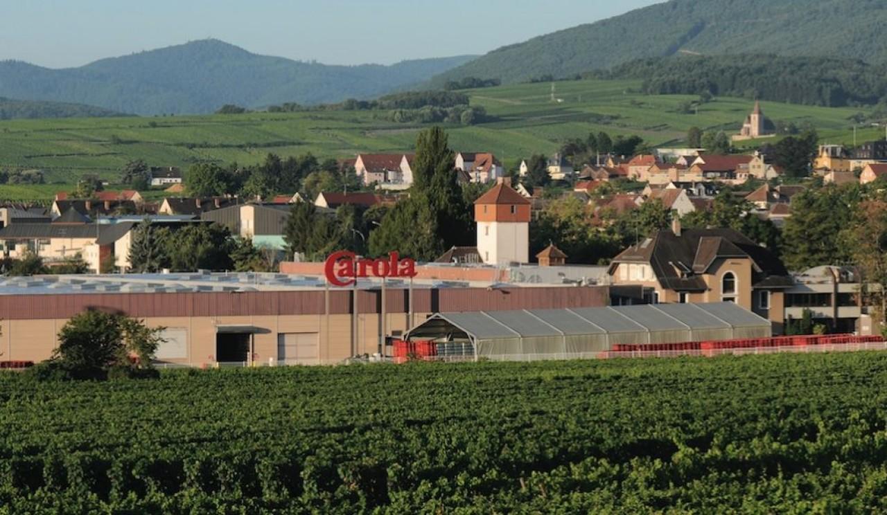 L'usine d'embouteillage des eaux Carola, à Ribeauvillé (Haut-rhin), en plein vignoble d'Alsace. ©Spadel.