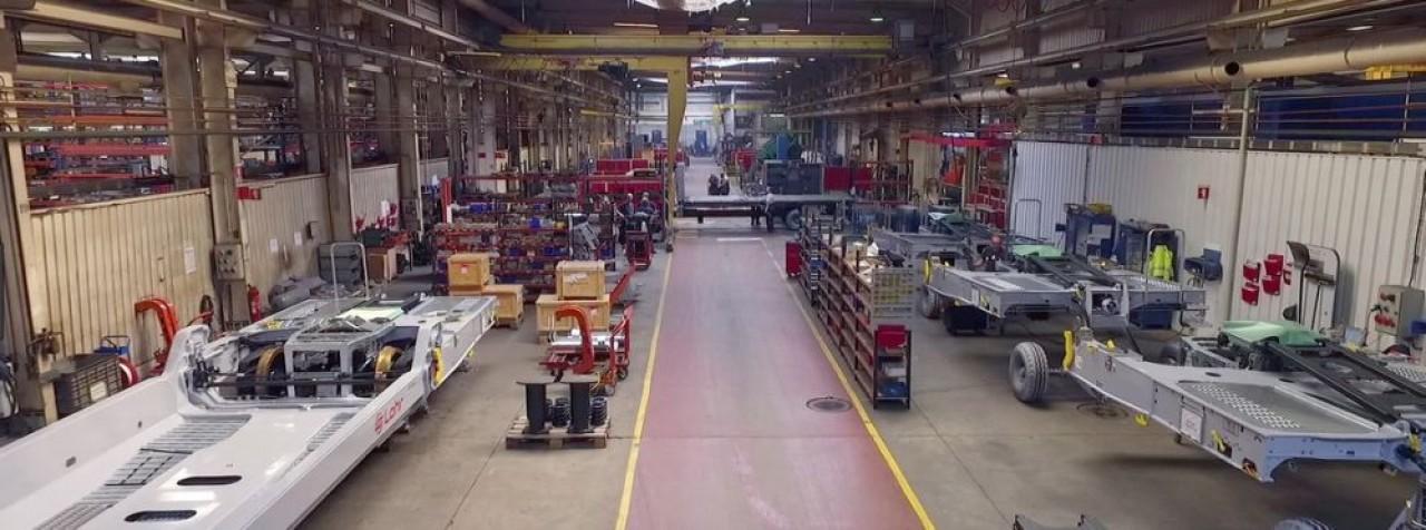 Les ateliers de Lohr à Hangenbieten, près de Strasbourg, où sont fabriqués des véhicules pour le transport des marchandises, wagons ferroviaires et  semi-remorques routières. © Lohr.