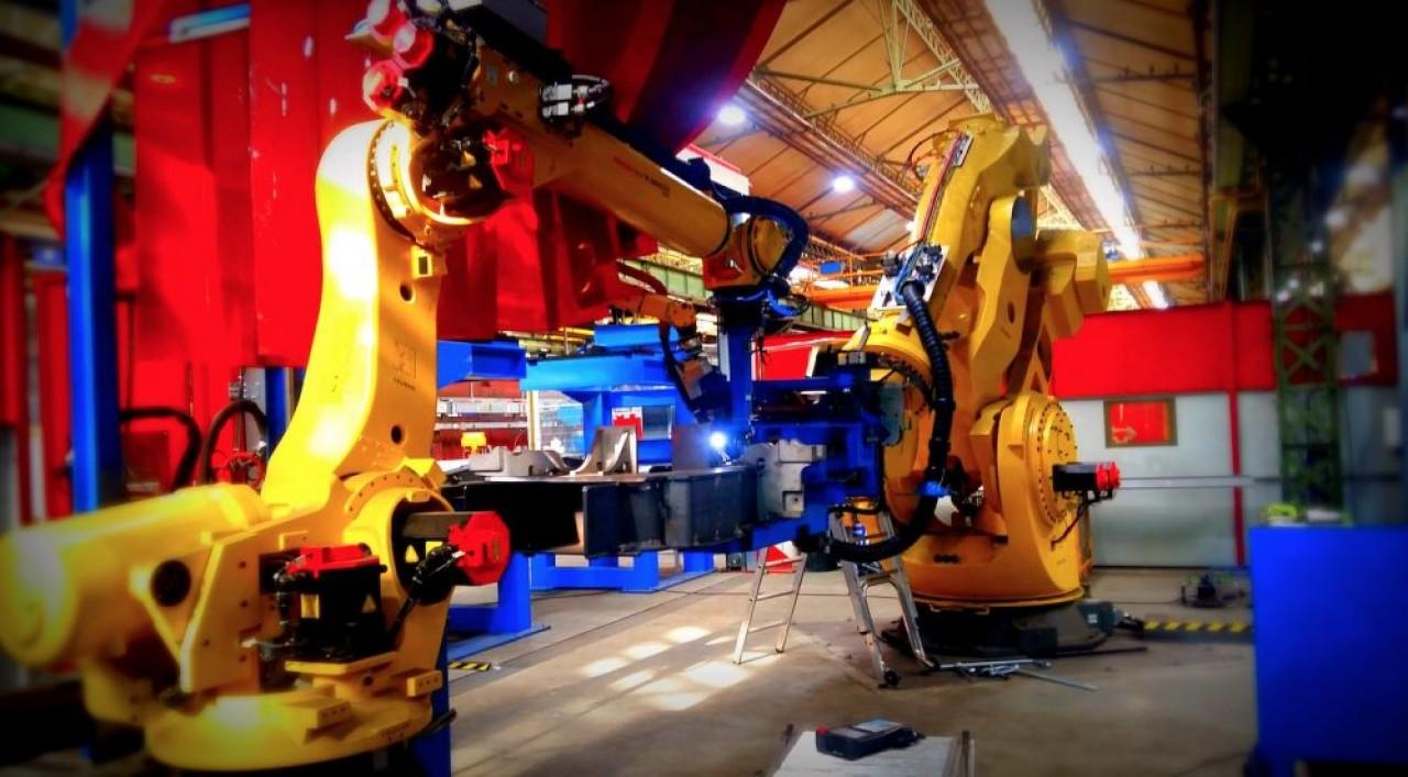 L'impressionnant robot de soudage à triple fonction imaginé par Farman (groupe Galilé) pour Alstom Transport au Creusot (Saône-et-Loire).