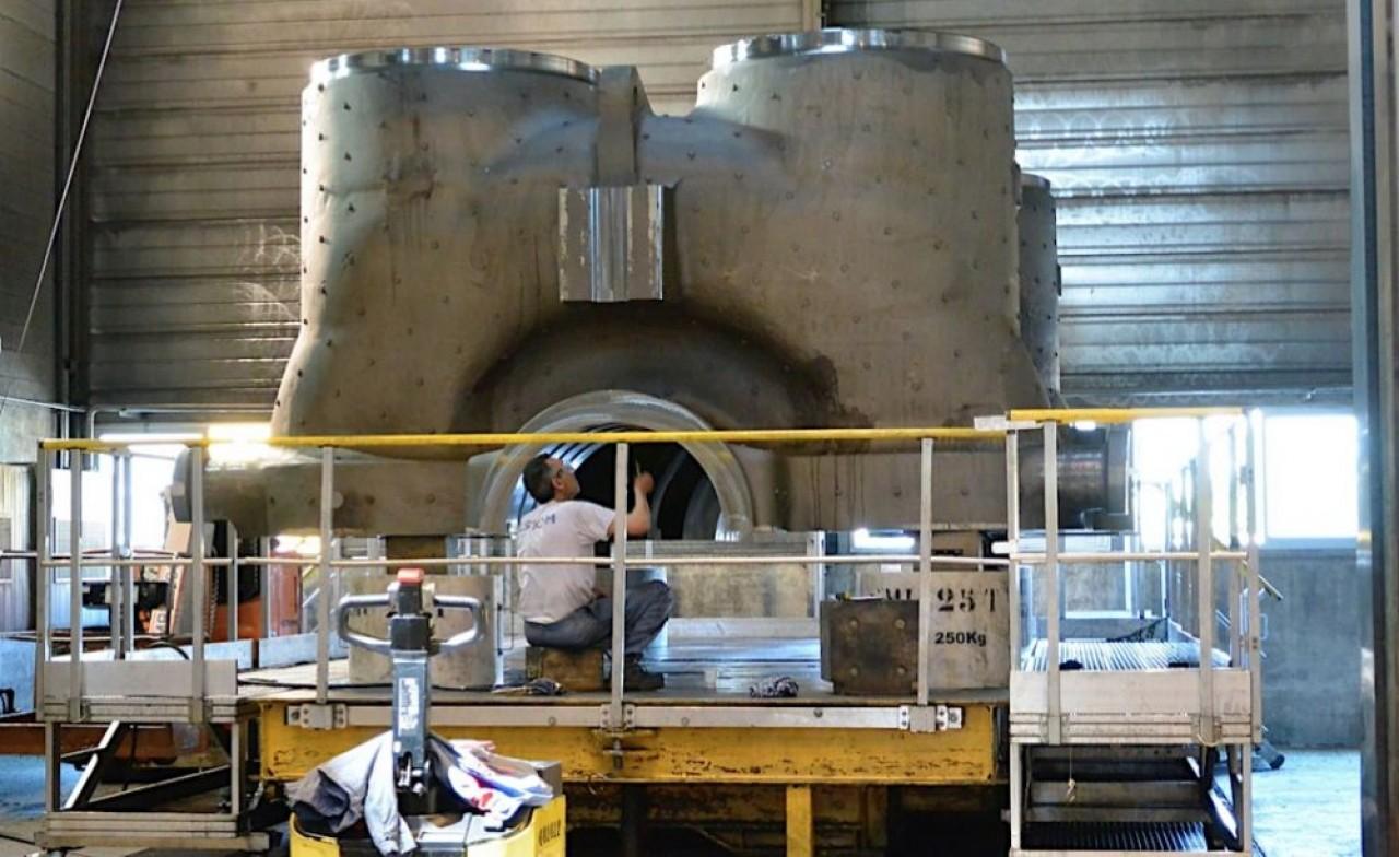 Fabrication du corps d'une turbine dans les ateliers d'Alstom Power avant son rachat par GE. © Pierre-Yves Ratti.