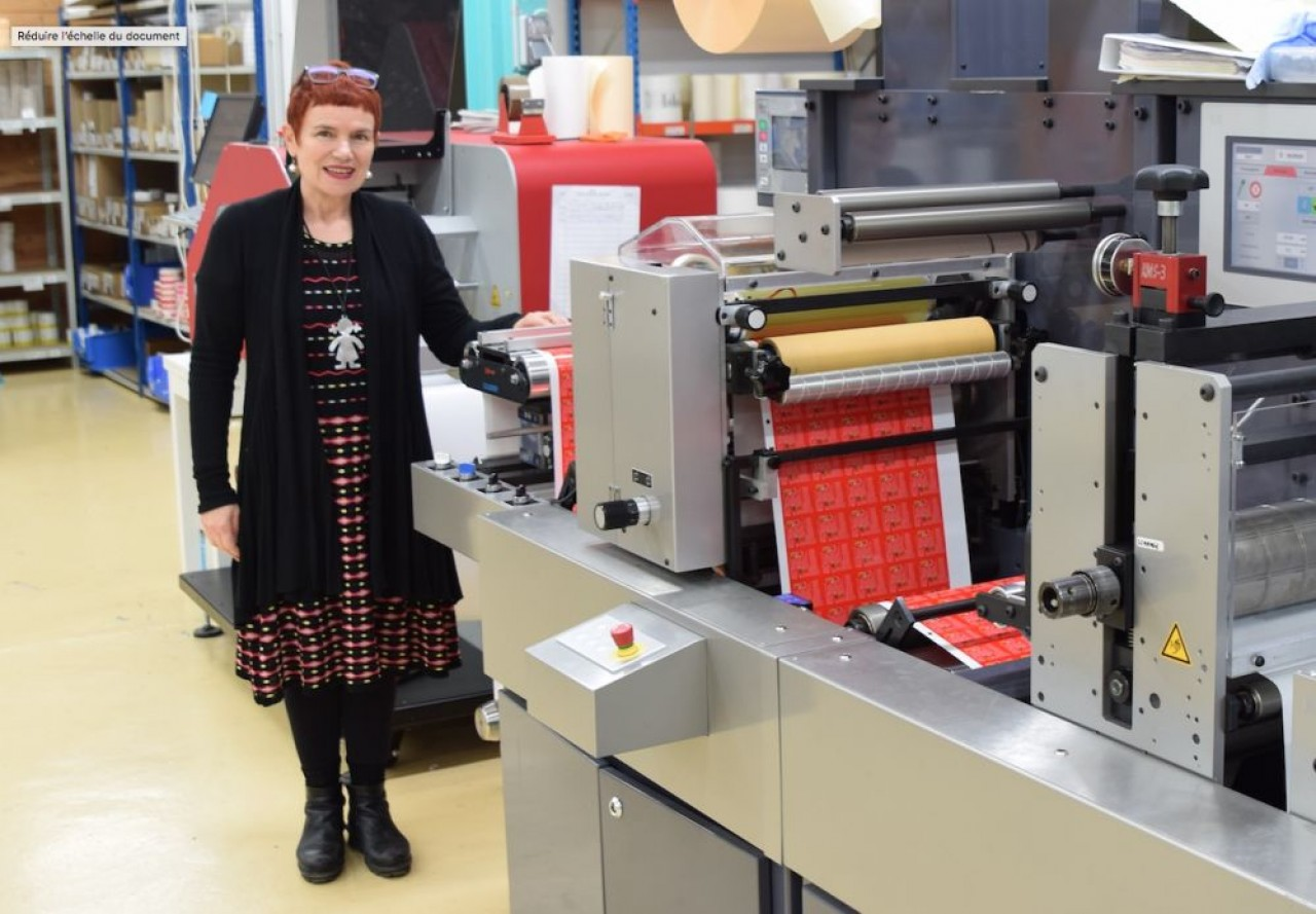 Marie Aubin a repris l'imprimerie Braizat Étiquettes fin 2009 et ne cesse depuis d'investir dans un matériel performant. © Traces Ecrites.