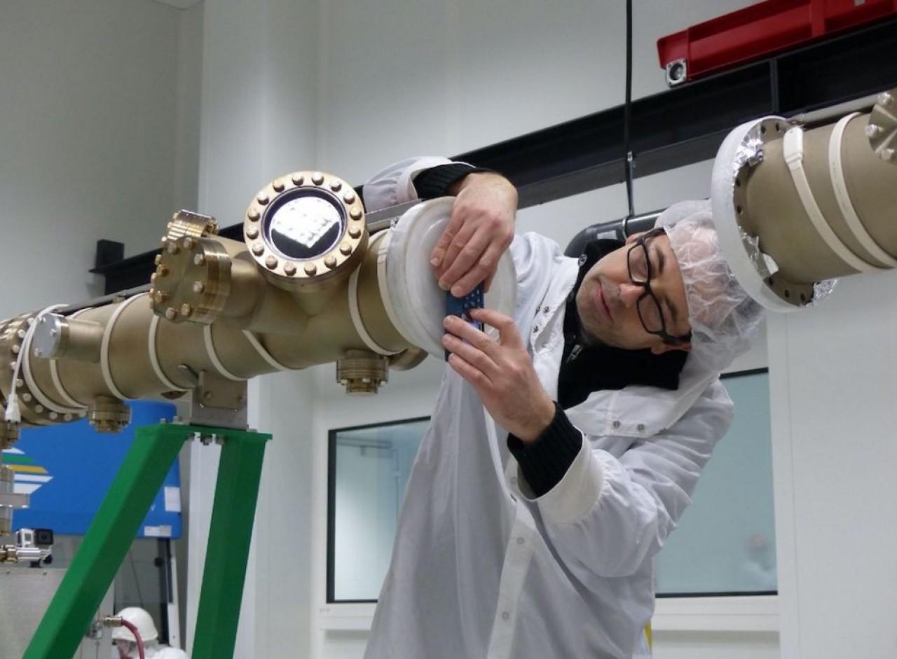 Le tube DAµM (pour Dépôt et analyse sous ultravide de nanomatériaux) permet d'étudier la matière à l'échelle du nanomètre (100.000 fois plus petit qu'un cheveu). © Université de Lorraine.