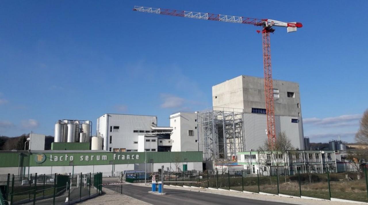 La nouvelle tour de séchagede Lacto Sérum, à Verdun, permettra d'obtenir une poudre de lactosérum à haute fluidité. ©  Lacto Sérum