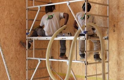 À Dijon, la 17ème édition des Coulisses du bâtiment se déroule sur le chantier de maisons en bois isolées avec du carton
