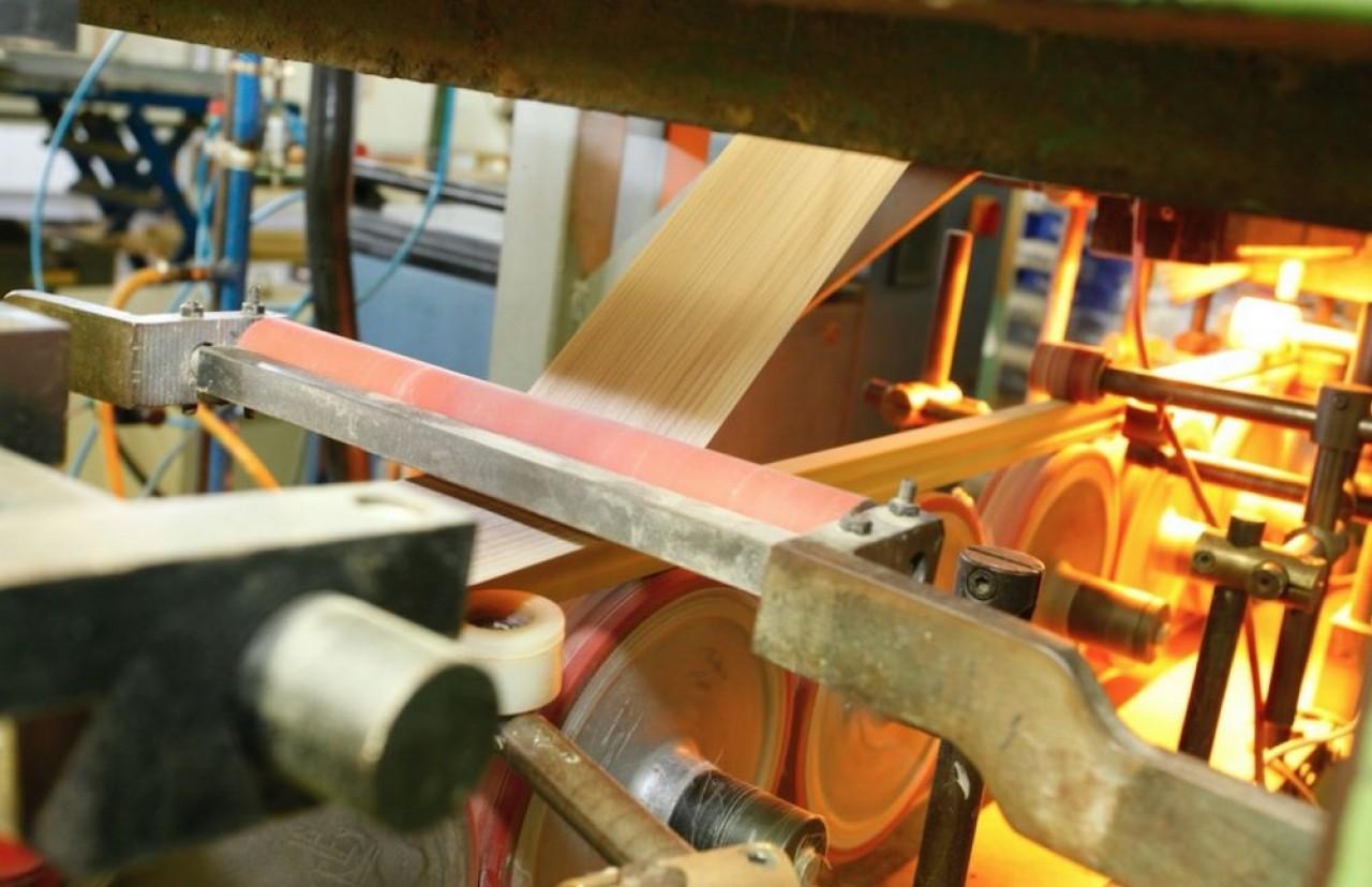 Meubles Parisot fabrique des meubles en kit pour les grandes enseignes spécialisées de l'ameublement. © Parisot.=