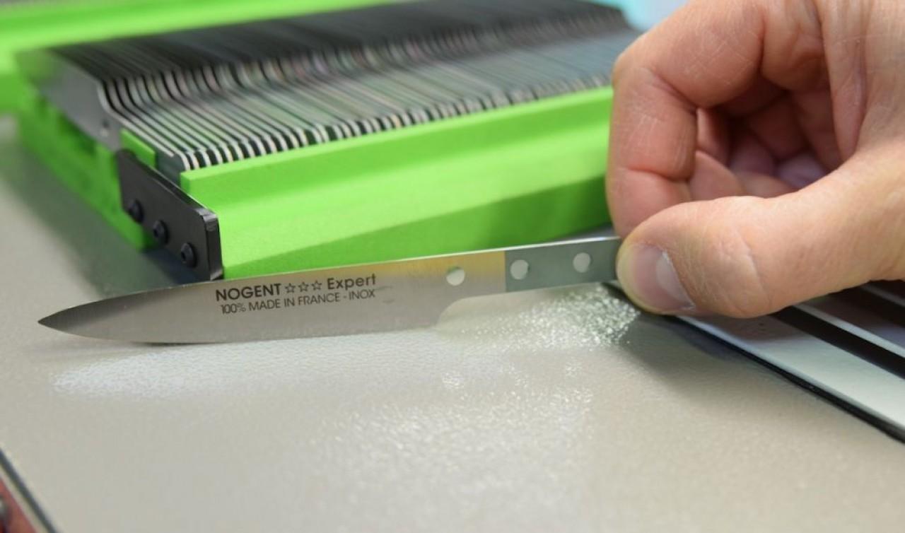 Nogent*** conçoit et fabrique des couteaux de table et d'office, ainsi que de nombreux ustensiles de cuisine, tels des éplucheurs et des ouvre-boîtes. © Traces Ecrites