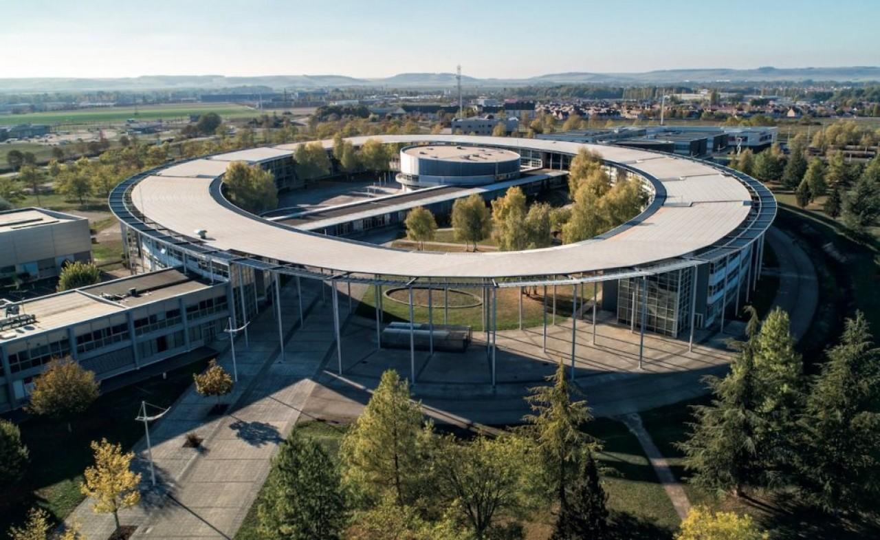 Les bâtiments de l'Université de Technologie de Troyes, avec sa forme caractéristique d'ellipse. © Conseil départemental de l'Aube