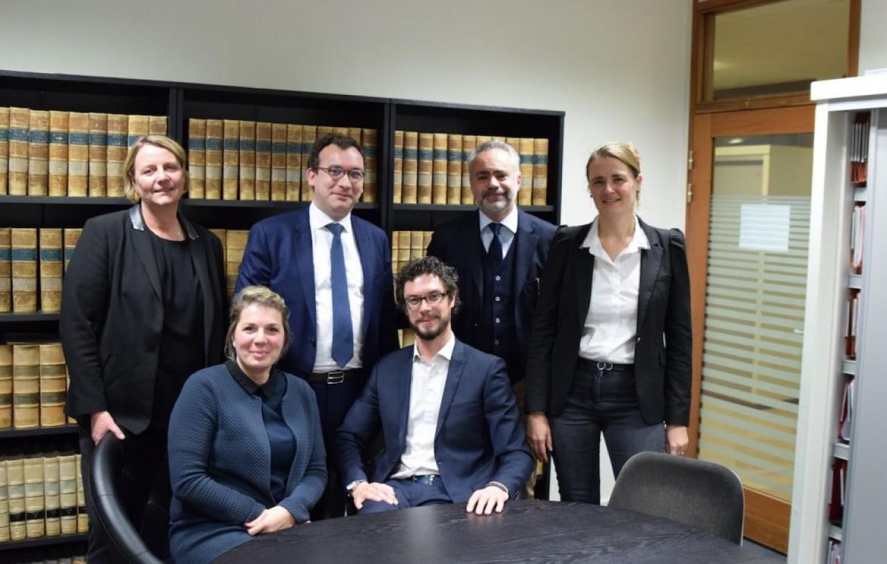 Camille Sauvadet-Perriau (assise à gauche) rejoint les cinq avocats associés du Cabinet Du Parc à Dijon. © Traces Ecrites