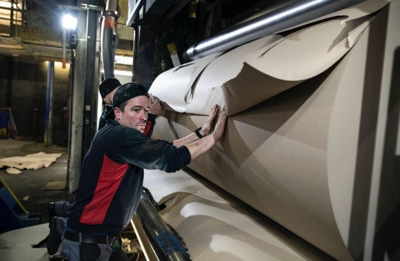 Gemdoubs qui fabrique du papier recyclé à Novillars, près de Besançon, vient d'investir 6 millions d'€ et a repris à zéro sa politique de management. © Laurent Cheviet