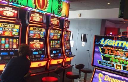 Le casino des Sources à Santenay, en Côte-d'Or, repousse ses murs pour satisfaire une clientèle qui le place au 45 ème rang des 202 casinos de France