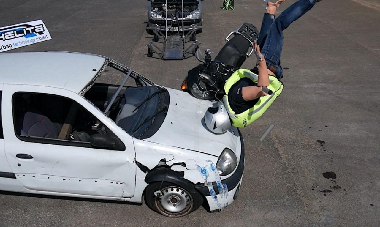 Crash test réalisé pour Helite avec évidemment un mannequin. © Hélite