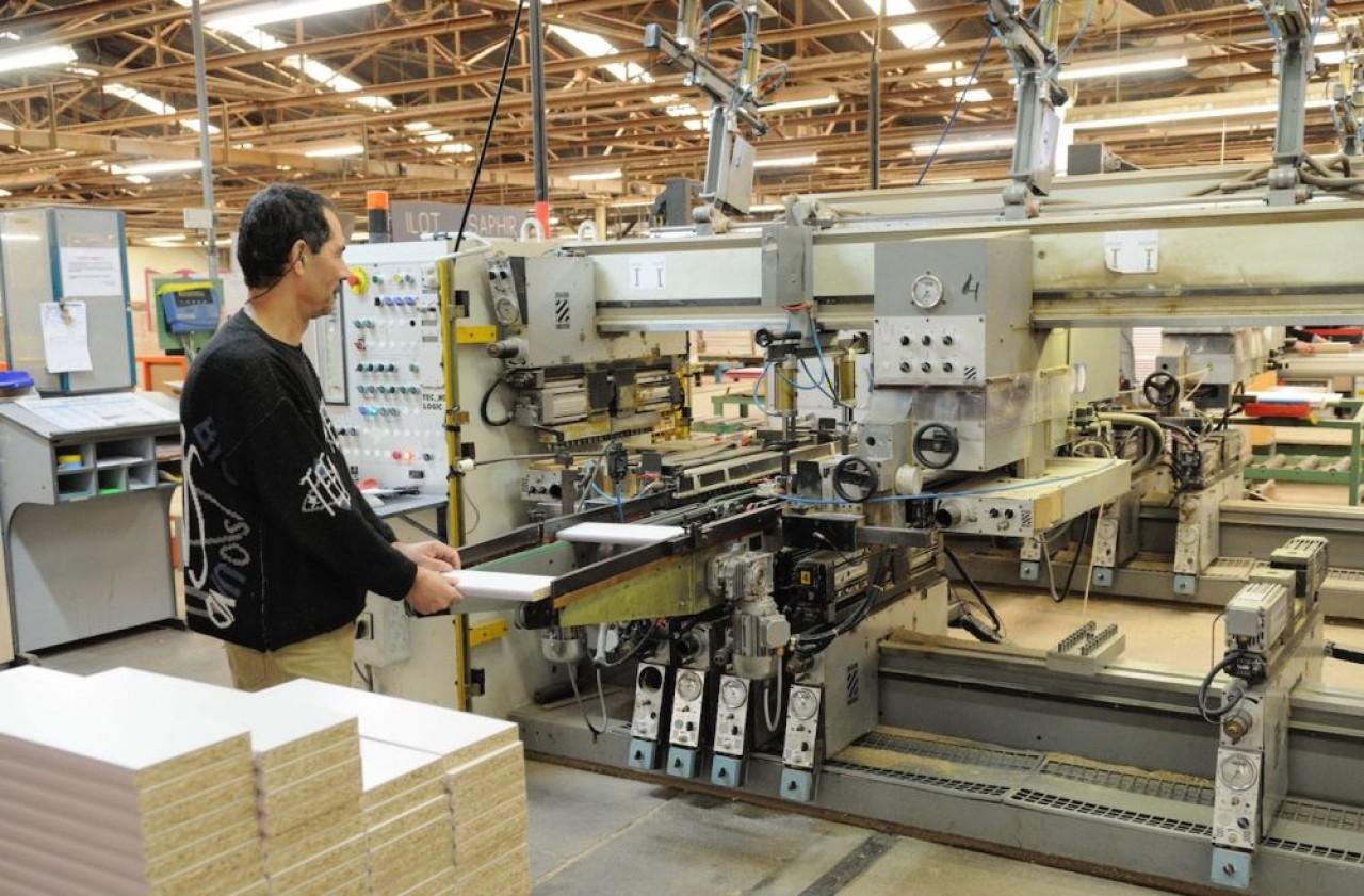 Après les sociétés de l'événementiel, puis de l'hôtellerie-restauration et les commerces, ensuite les artisans, l'industrie a maintenant recours au chômage partiel, quelque soit son secteur d'activité. © Traces Ecrites