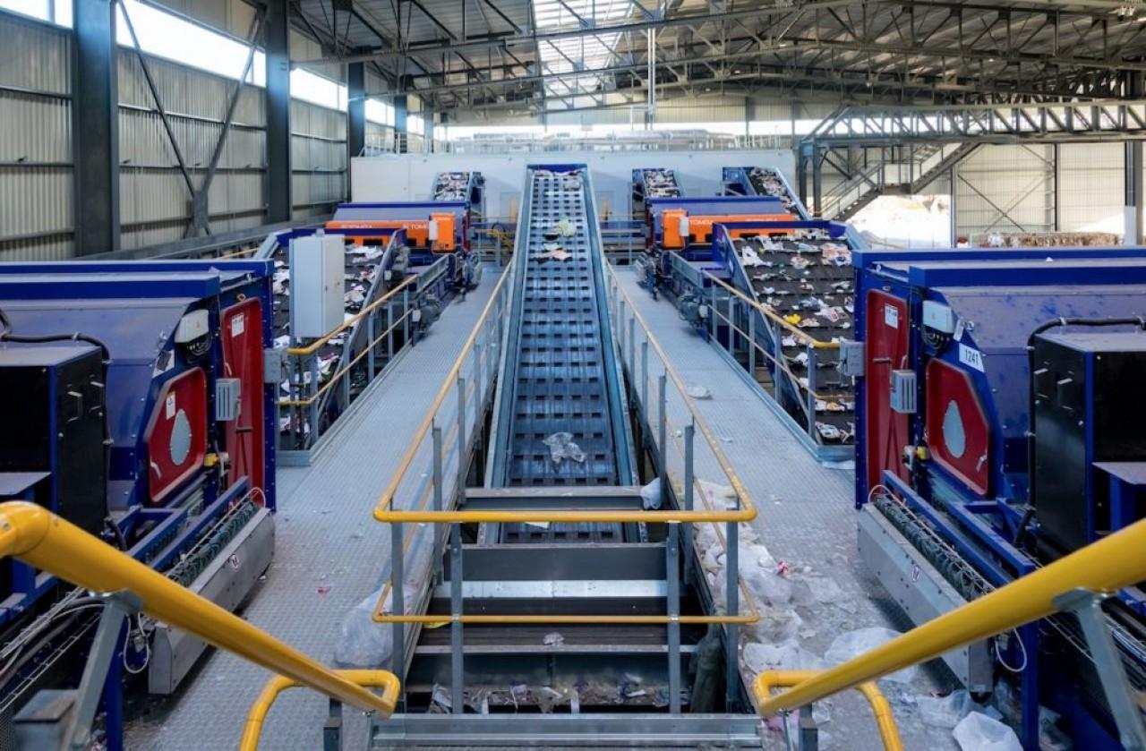 Le groupe Schroll qui a remporté pour dix ans le contrat de gestion des déchets des Vosges, auparavant détenu par Suez, a construit un nouveau centre de tri. ©J.F. Hammard