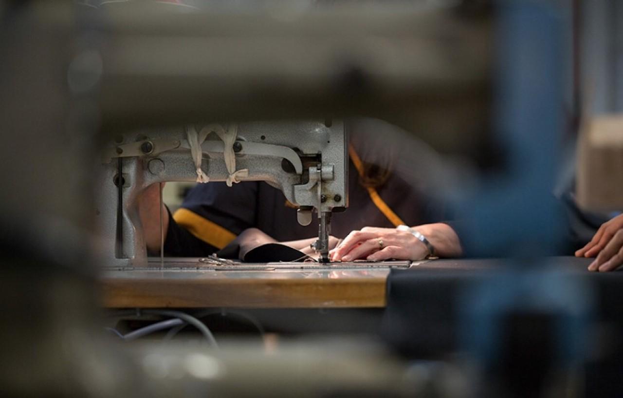 La confection de masques engagée par le Conseil départemental de Meurthe-et-Moselle et le créateur de jeans Davy Dao impliquera le recrutement de 70 personnes. © Davy Dao