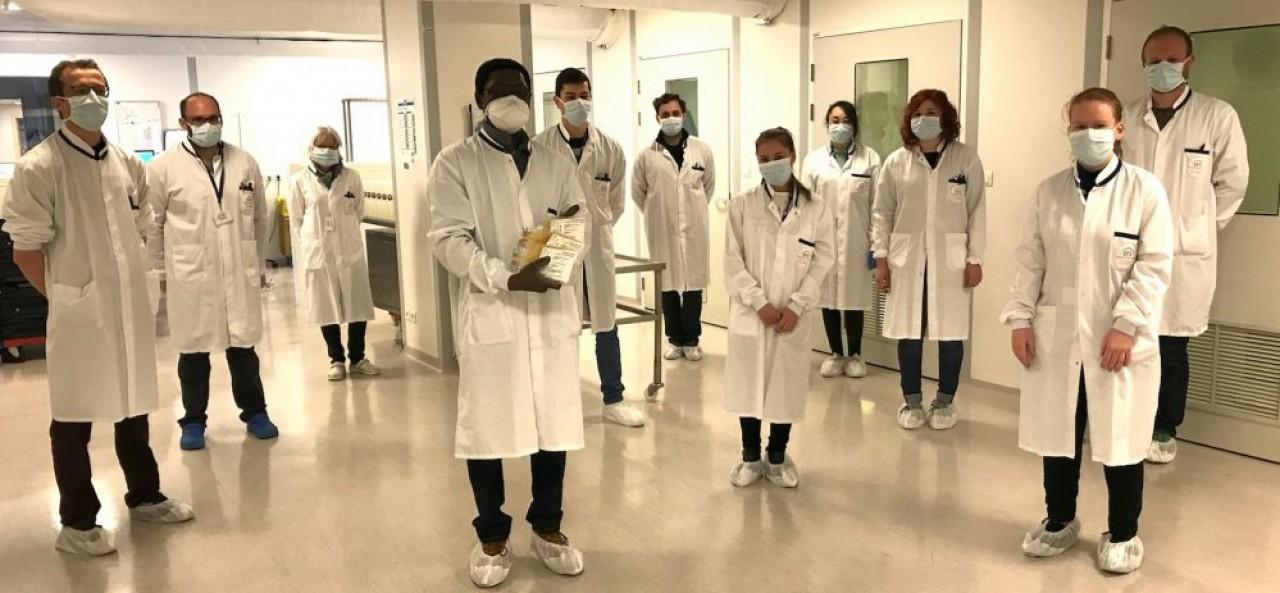 L'équipe de l'Etablissement Français du Sang (EFS) de Bourgogne-Franche-Comté qui travaille sur l'étude Coviplasm, devant vérifier l'efficacité de la transfusion de plasma de patients guéris du Covid-19 sur les malades. © EFS BFC