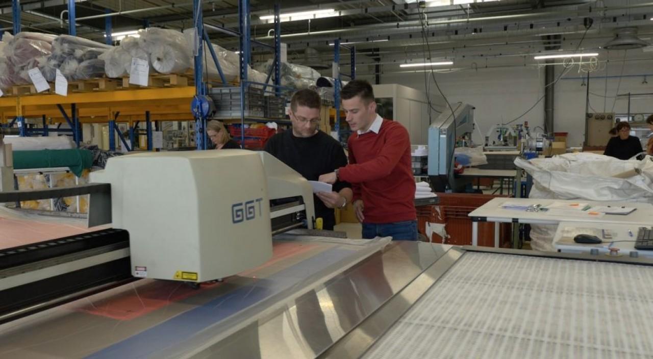 Polytesse a choisi tisseur et façonniers en France de façon à limiter le parcours du cycle de production. © Polytesse