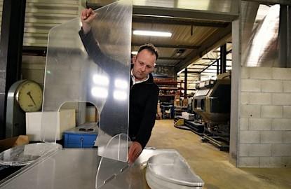 Dans le Doubs, Plastiglas utilise son outil de production pour fabriquer des claustras sanitaires