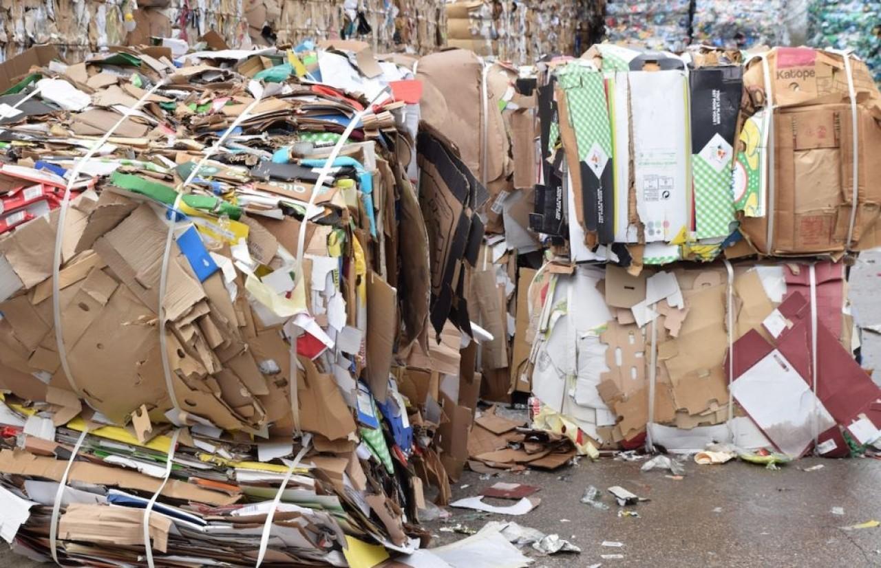Depuis le confinement, les déchets ménagers et des activités d'emballage ont moins reculé que les déchets industriels. © Traces Ecrites
