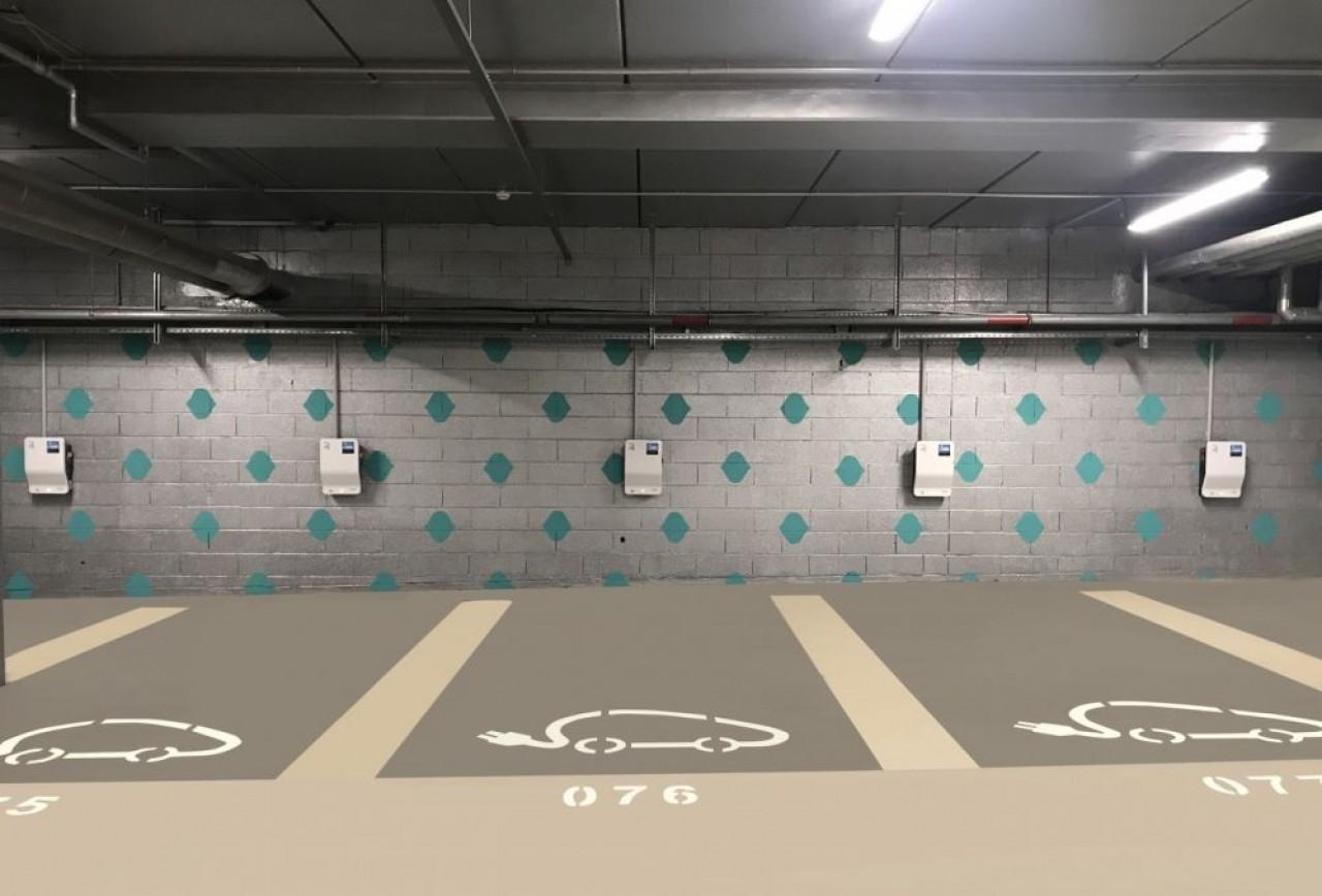 D'ici mi-2022, Engie Solutions et Freshmile vont déployer 92 bornes de recharge de véhicules électriques sur le territoire de l'Eurométropole de Strasbourg. En photo, linstallations au parking Petite France. © Freshmile