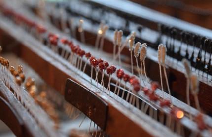En Haute-Marne, le Moulin de la Fleuristerie est le dernier atelier en France à fabriquer des fleurs artificielles