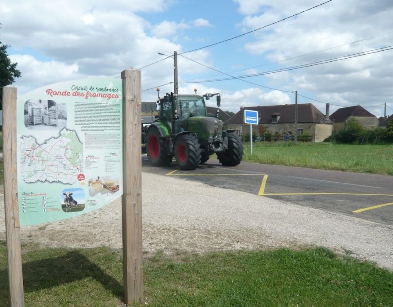 Vélo et Fromages dans l'Yonne invite à un parcours dans la région de Saint-Florentin, 25 km le long du canal de Bourgogne et sur des petites routes départementales. ©Traces Ecrites