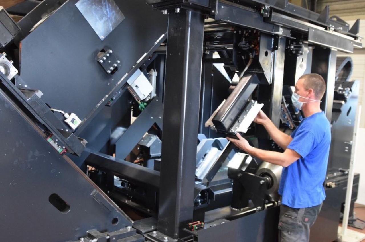 Vernet Behringer, fabricant  dijonnais de machines-outils, emploie 100 personnes et réalise 20 millions d'€ d'activité, dont la moitié à l'international (Allemagne, Russie..., ) avec une grosse cinquantaine d'agents. © Traces Ecrites