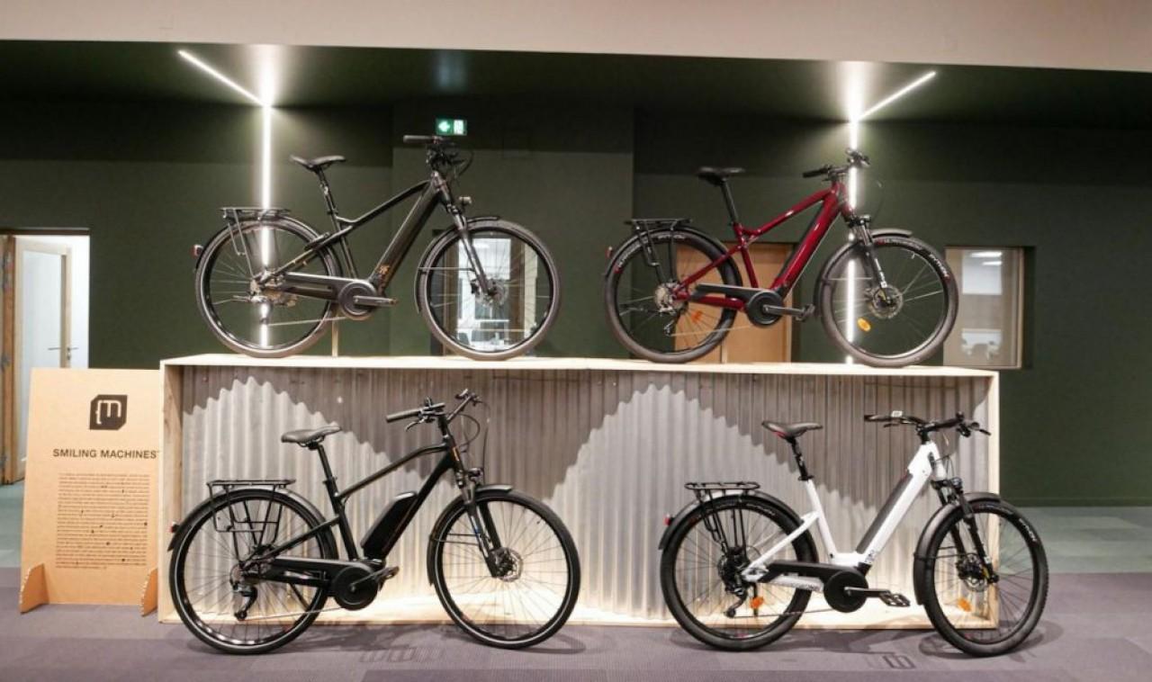 Moustache Bikes conçoit et commercialise des vélos électriques couvrant tous les usages: urbain, tout chemin, route, VTT.