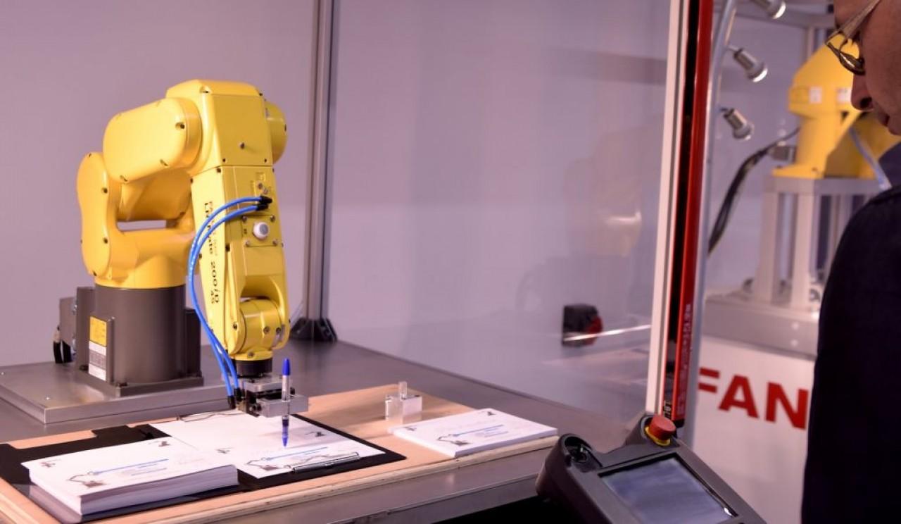 Les élèves ingénieurs du nouveau département robotique de l'Esirem peuvent bénéficier des ressources du pôle d'excellence en robotique de l'UIMM, installé à la Maison des Entreprises à Dijon (en photo). © Traces Ecrites