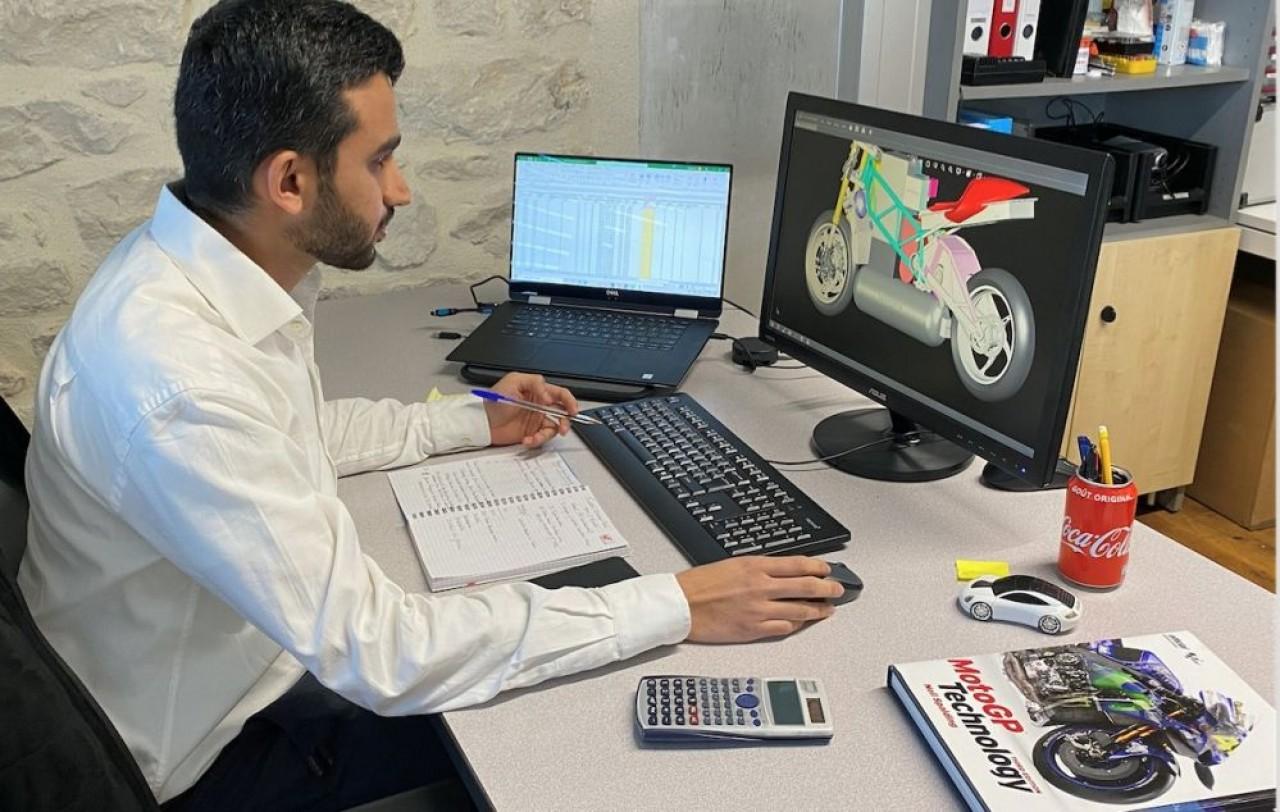 H2 Motronics, filiale de Texys Group, a embauché à l'issue de son master 2 à l'école d'ingénieurs de Nevers, l'Isat, Maaz Delvi, comme  ingénieur R&D. ©Texys