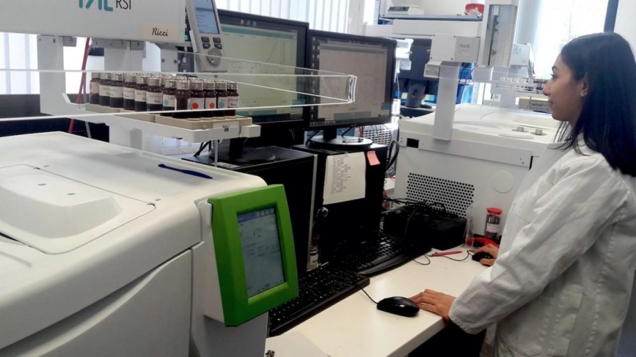 Adscientis est l'un des rares opérateurs au monde à maîtriser la chromatographie gazeuse inverse qui permet d'étudier les propriétés de surfaces, pour une clientèle industrielle, pharmacie, textile, composites etc. © Adscientis