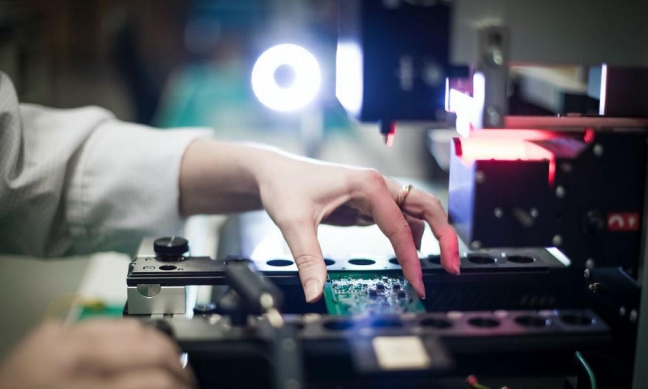 Spécialiste du prototypage de cartes électroniques, Proto-Electronics reçoit un coup de pouce du gouvernement pour sa contribution à vouloir renforcer l'industrie de l'électronique hexagonale.