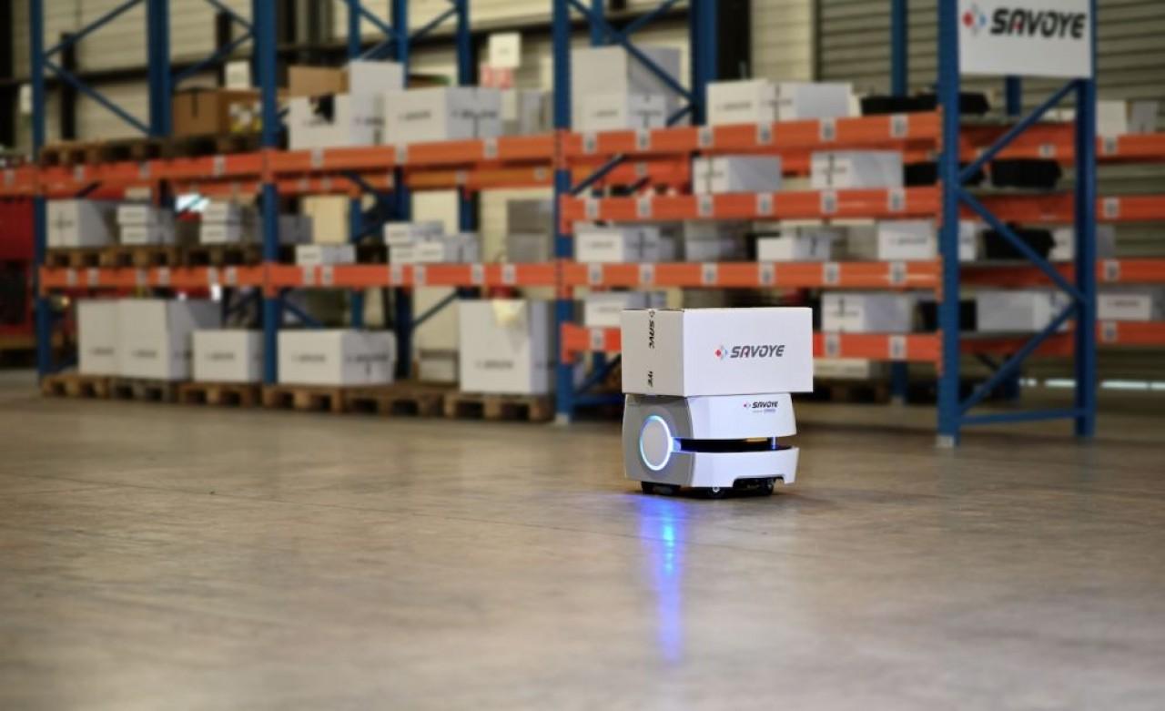Cobot autonome Omron avec une solution logicielle Savoye.