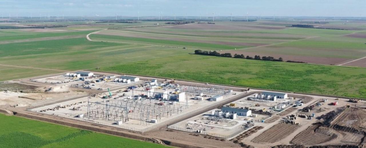 Pour insérer dans le paysage le poste de transformation de Faux-Fresnay, dans la Marne, RTE va planter 25. 000 arbres et arbustes sur 12.500 m² de surface. © RTE