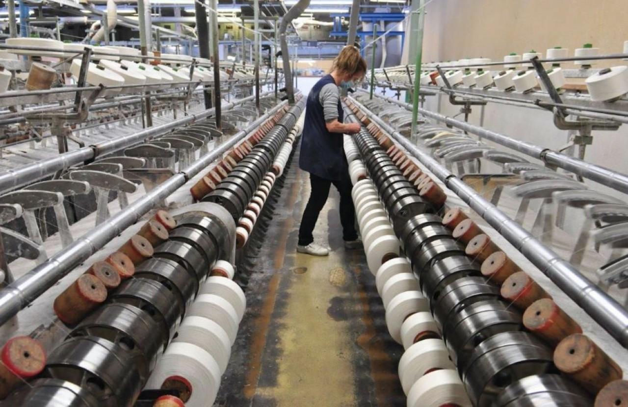 L'activité historique de Schappe Techniques et le tissage de fils pour les kimonos, des fils en trois brins de 0,3 millimètre de diamètre. © Philippe Bohlinger
