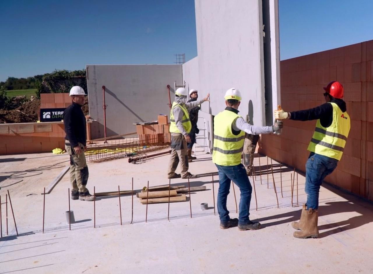 Quand le bâtiment va..., et il ne va pas si mal grâce à la rénovation. © Traces Ecrites
