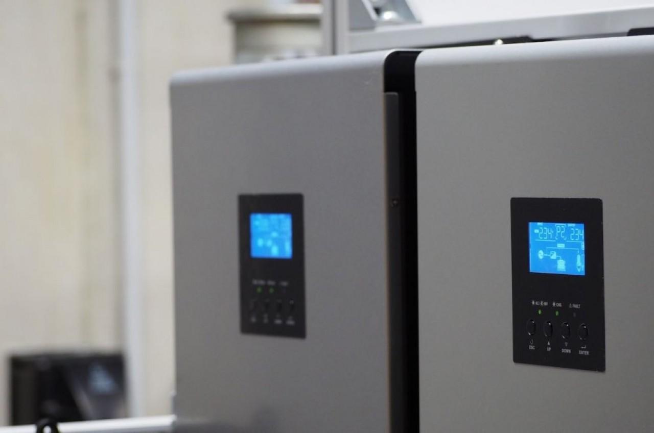 Ce démonstrateur à hydrogène, comme alimentation de secours du data-center de Trinaps, à Belfort, veut valider le potentiel de la technologie hydrogène pour décarboner le numérique. © Trinaps