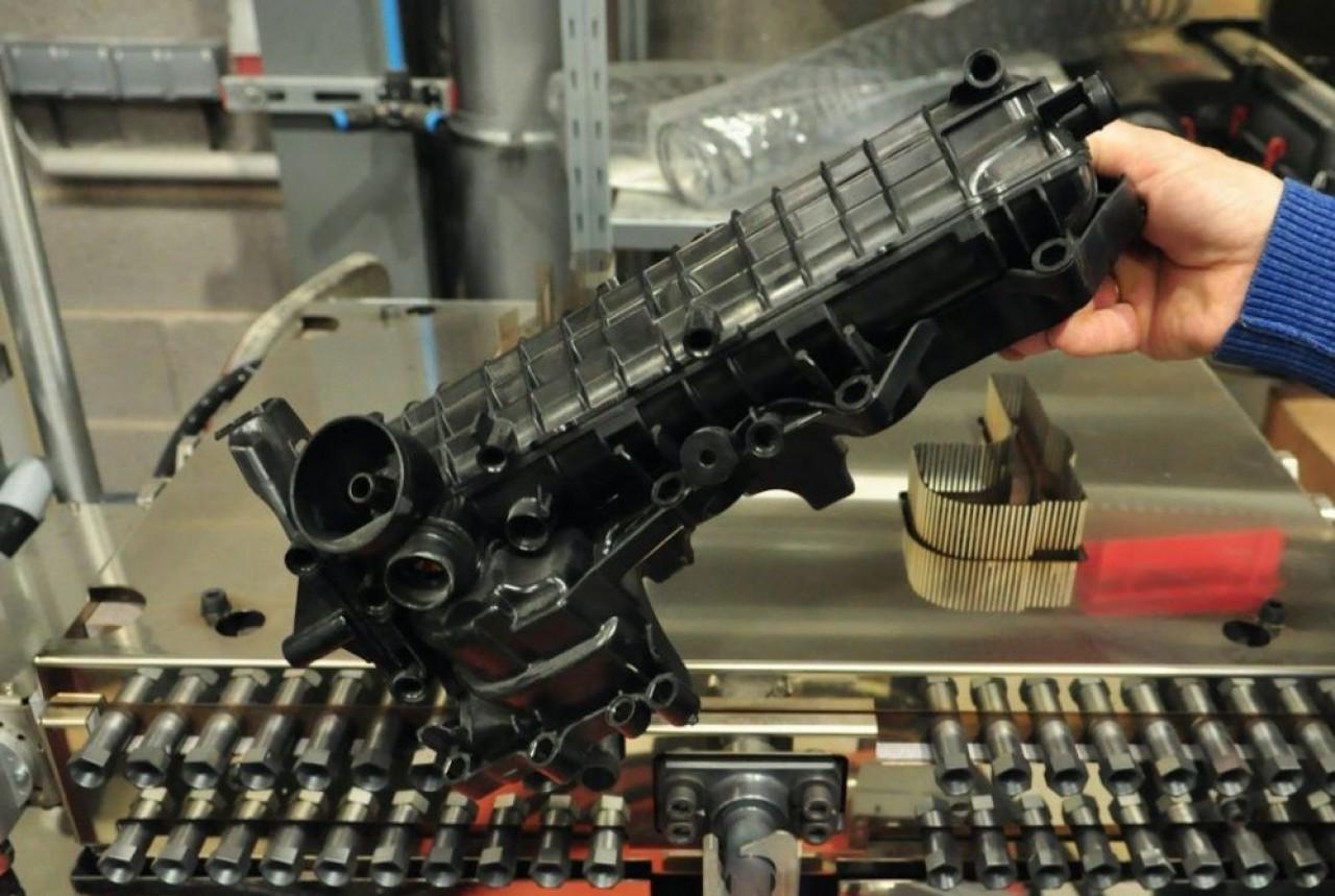 Periferi est spécialisée dans les machines de finition de pièces plastiques, standards ou sur-mesure. © Philippe Bohlinger