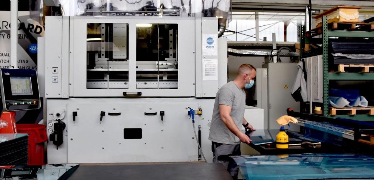 Les vitrages en polycarbonate représentent 80% de la production de Plastrance, à Brunstatt, près de Mulhouse. © Julie Giorgi