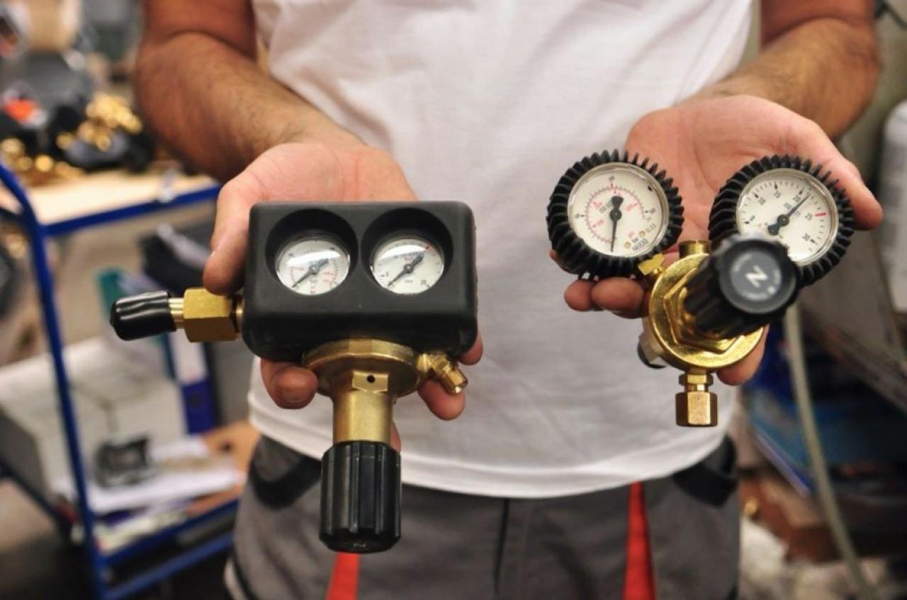 Hampiaux fabrique des chalumeaux, des raccords et des systèmes de détente (photo) et de distribution du gaz. © Philippe Bohlinger