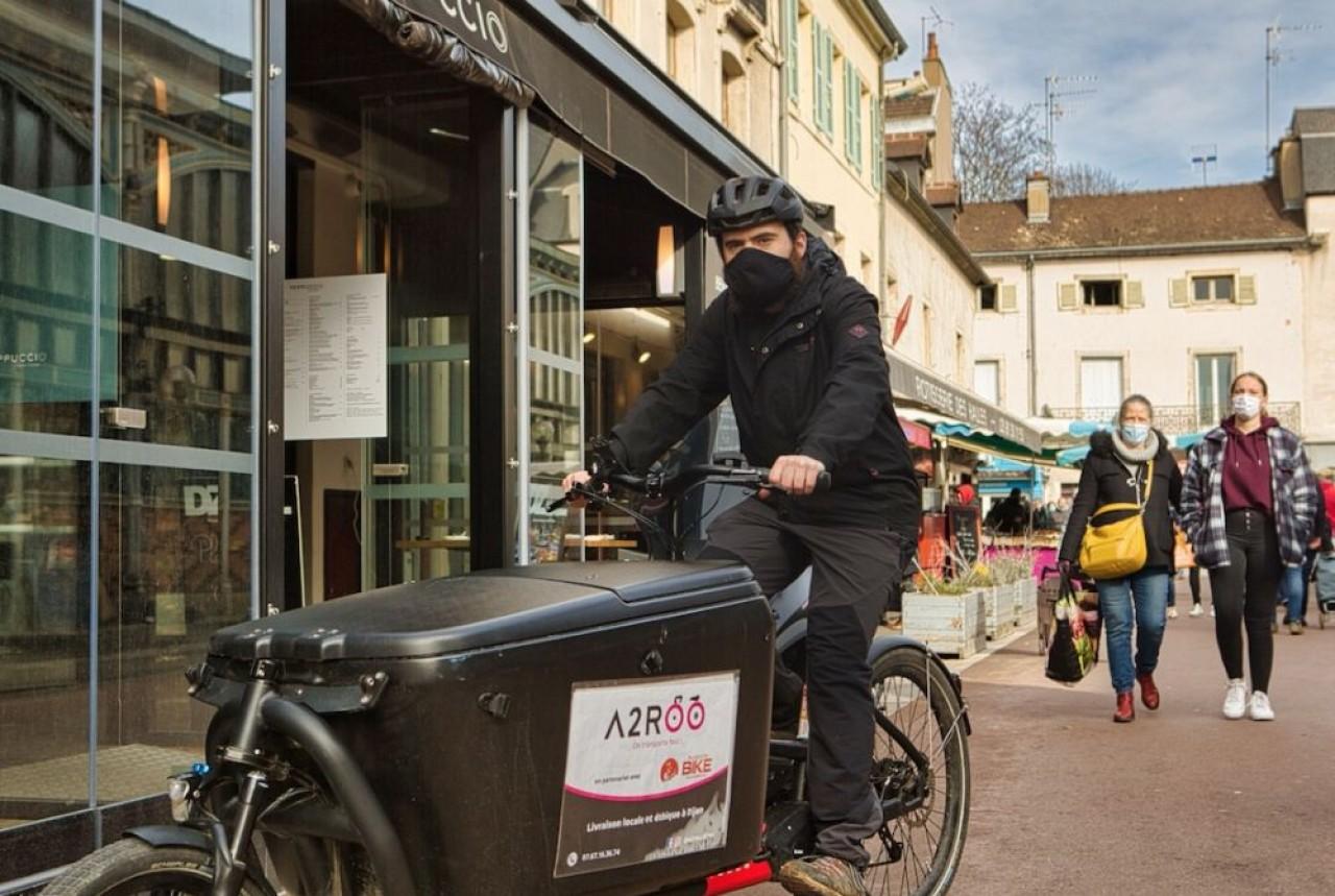 Xavier Caron, cofondateur du service de livraison à vélo, A2ROO à Dijon : la grande différence avec les plate-formes type Uber est que les coursiers ont  un statut de salarié mensualisé. © Arnaud Morel