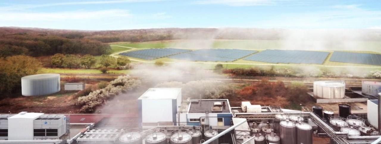 Image de simulation de l'installation de 15.000 m² de panneaux solaires thermiques réalisée par NewHeat, qui alimentera en chaleur les procédés de Lacto Sérum France à Verdun.  © NewHeat