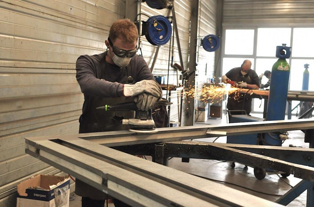 Pyrometal assemble des menuiseries vitrées anti-feu aux profilés acier, aluminium, mais aussi PVC. © Philippe Bohlinger